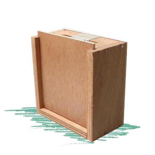 בניית קופת צדקה מעץ שמזמזמת כשמכניסים מטבעה