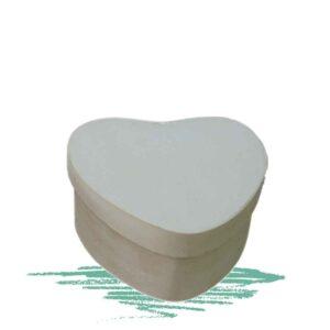 קופסת עץ קטנה בצורת לב