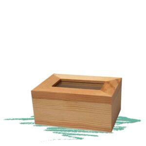 קופסת עץ קטנה עם זכוכית