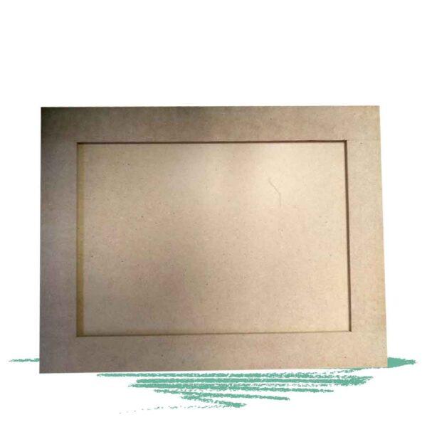 לוח עץ עם מסגרת