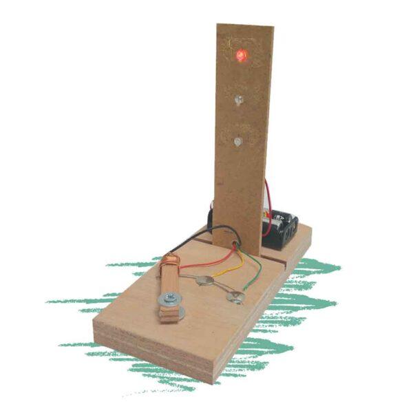 בניית משחק רמזור מעץ עם שילוב מעגל חשמלי